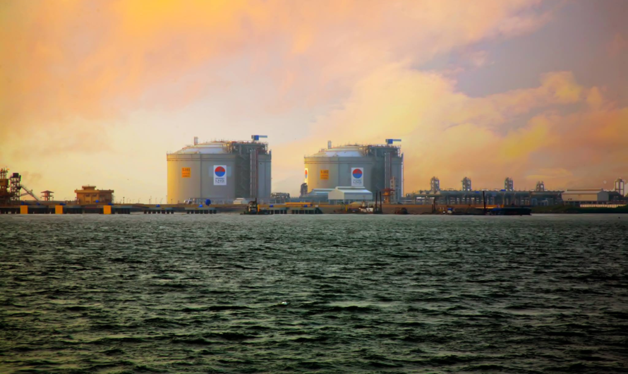 Petronet LNG сообщает о рекордной прибыли и планах строительства сети СПГ заправок