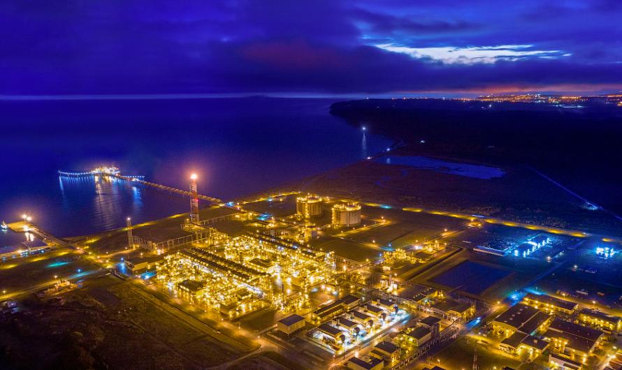 """Shell и другие акционеры консорциума """"Сахалин-2"""" по-прежнему намерены построить третью линию на заводе СПГ в Пригородном"""