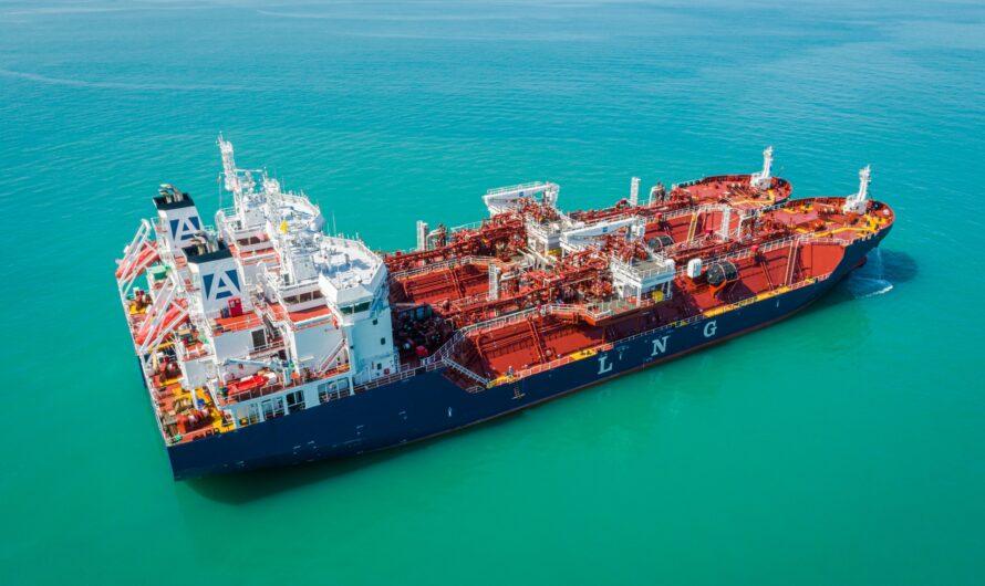 Многофункциональное судно Avenir Accolade завершило первую бункеровку СПГ у берегов Малайзии